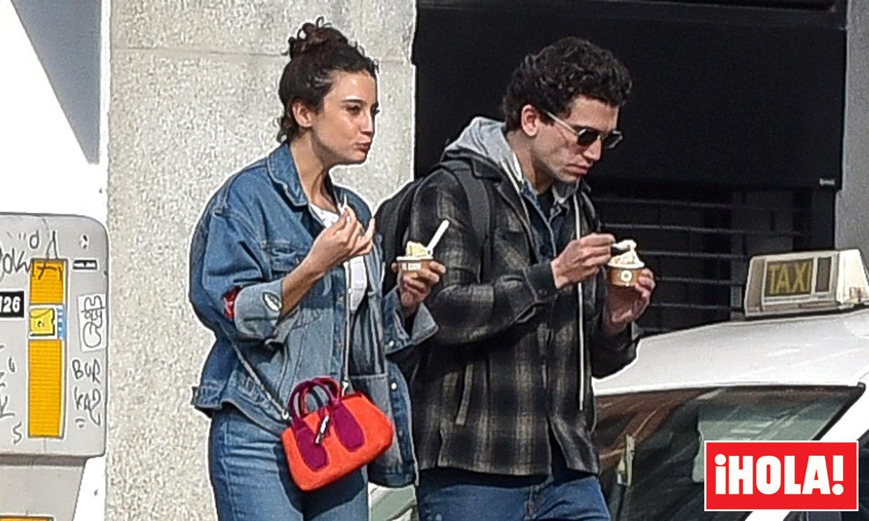 El plan romántico de María Pedraza y Jaime Lorente: paseo en moto, helados y confidencias por Madrid