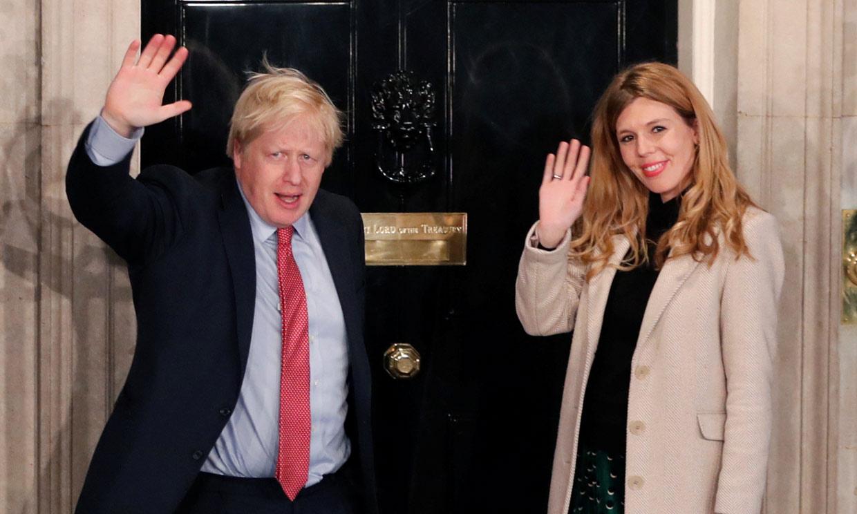Carrie Symonds, la prometida de Boris Johnson, quiere dar a luz en su casa