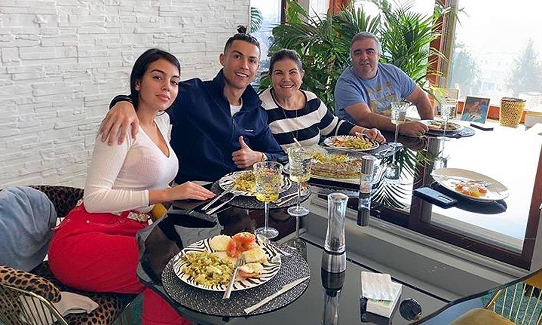 La madre de Cristiano Ronaldo, Dolores Aveiro, recibe el alta y vuelve a casa