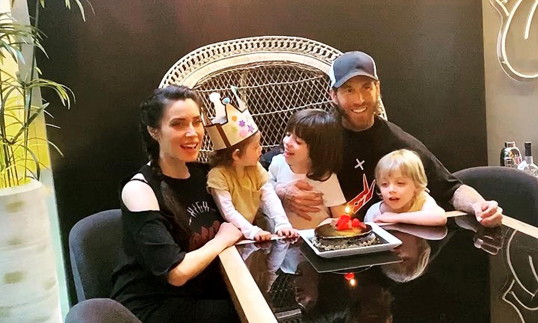 ¡Otro cumpleaños en la familia Ramos Rubio! Alejandro sopla las velas con la ayuda de sus hermanos