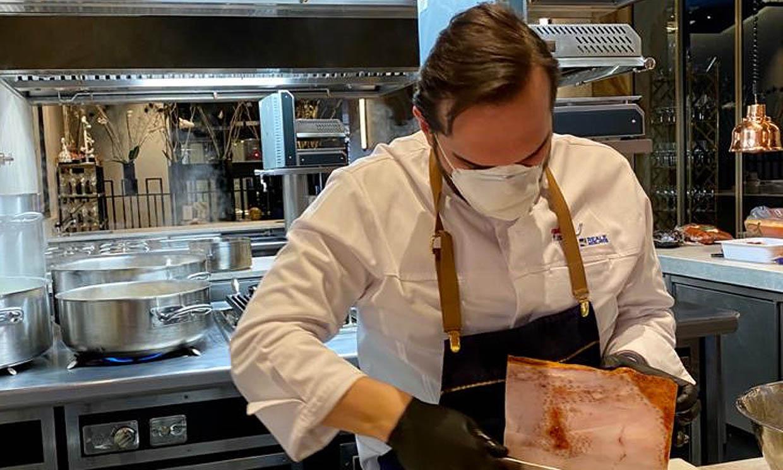 Mario Sandoval: 'Colaboramos con lo que sabemos hacer, que es cocinar para los demás'