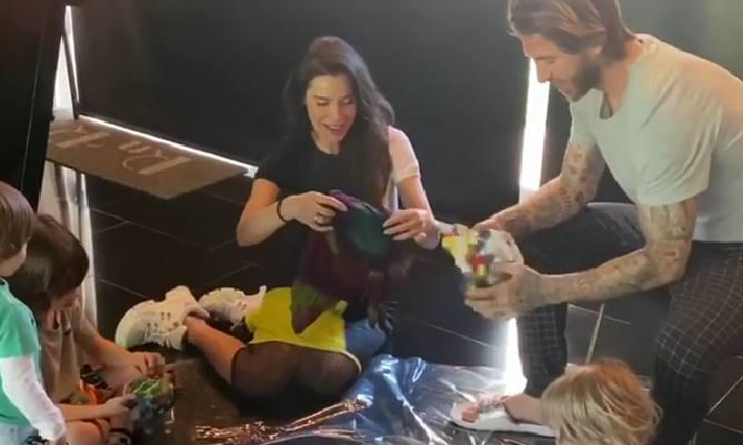Pilar Rubio y Sergio Ramos organizan un divertido plan a todo color en casa