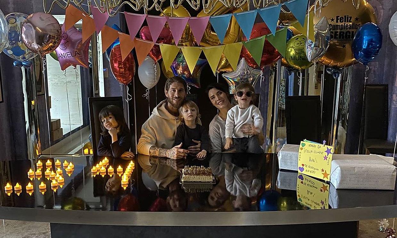 Globos, velas... ¡y la mejor sonrisa! Sergio Ramos cumple años con Pilar Rubio y sus hijos