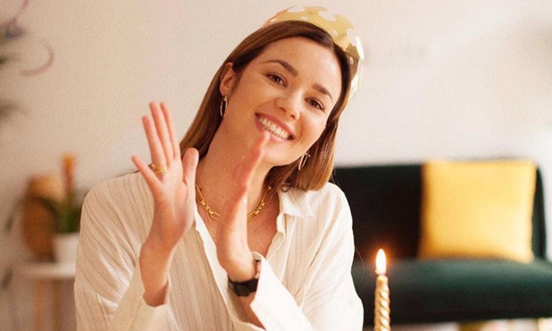 Dafne Fernández sopla las velas en un cumpleaños muy diferente