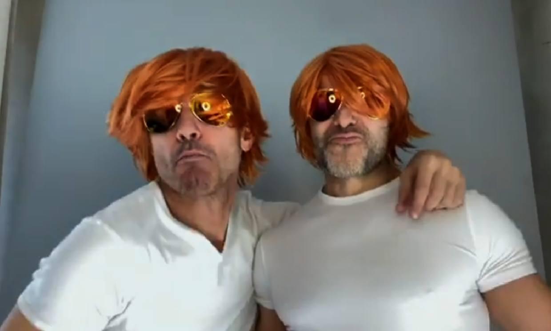 Pelucas, gafas y mucha marcha, Jesús Vázquez y su marido se divierten en casa