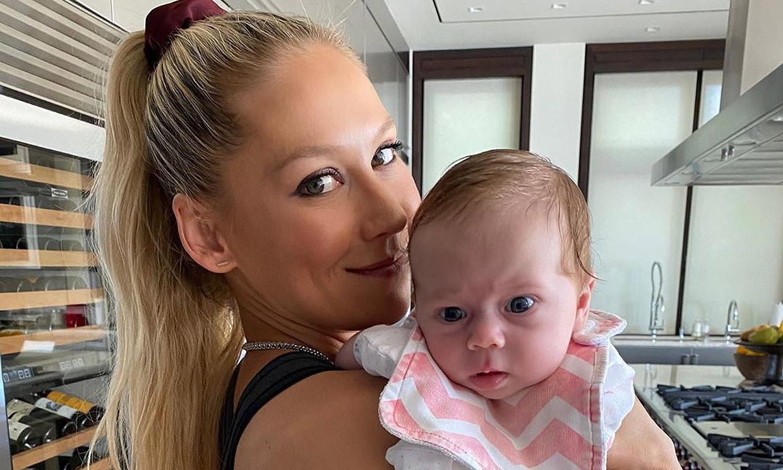 Anna Kournikova presume de su preciosa hija Mary, ¿a quién se parece?