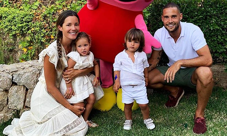 Sin atracos y con un establo, la hija de Malena Costa y Mario Suárez crea la auténtica 'casa de papel'