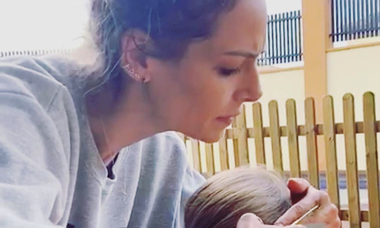 ¡Y ahora peluquera! Las dotes de Eva González con su hijo Cayetano durante la cuarentena