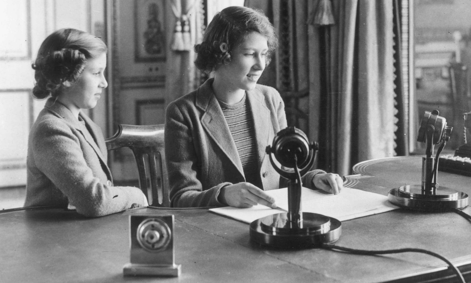 Lo que pueden aprender Leonor y Sofía del mensaje de la reina Isabel II cuando era niña