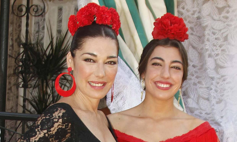 Con baile y un poco de magia: Raquel Revuelta y su hija celebran la Feria de Abril en casa