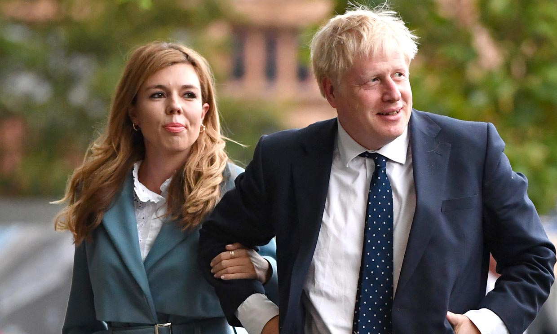 Boris Johnson homenajea a los médicos que le han salvado al elegir el nombre de su bebé