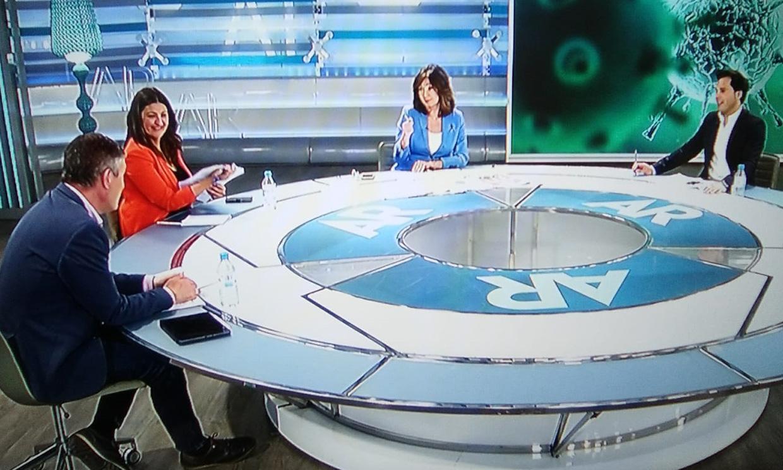 Más vale tarde que nunca: Ana Rosa Quintana 'endulza' la mañana a sus compañeros