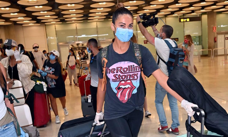 Lara Álvarez llega a España junto a los 'supervivientes' en medio de una gran expectación