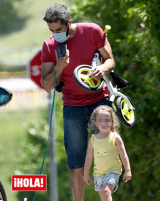 Roberto Leal con su hija