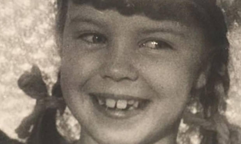 ¿Quién es esta niña de mirada traviesa? Hizo bailar a medio mundo y acaba de cumplir 52 años