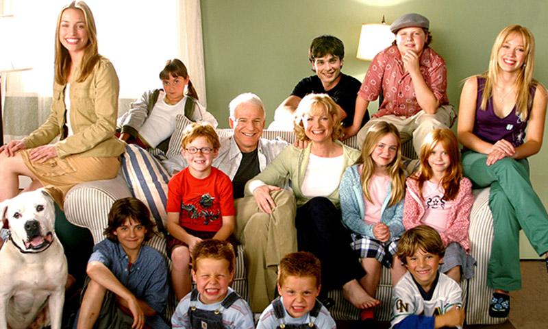 Los protagonistas de 'Doce en casa' recrean las escenas más icónicas de la película casi 20 años después