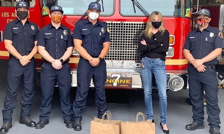 El gesto de Melanie Griffith con los bomberos en plena pandemia