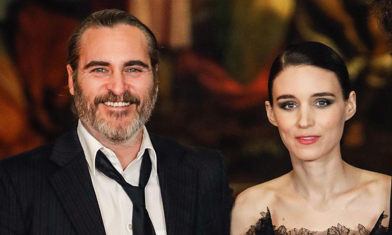Primeras imágenes de Joaquin Phoenix y Rooney Mara tras conocerse que van a ser padres
