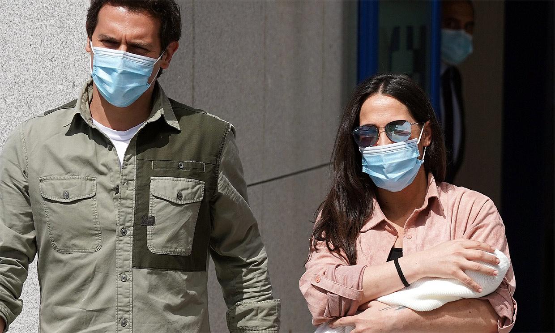 Malú y Albert Rivera se van a casa con su hija Lucía