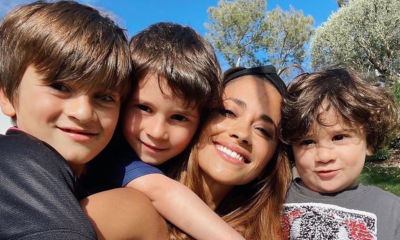 'Con ellos hasta el fin del mundo': Antonela Roccuzzo posa feliz con sus tres 'mini Messi'
