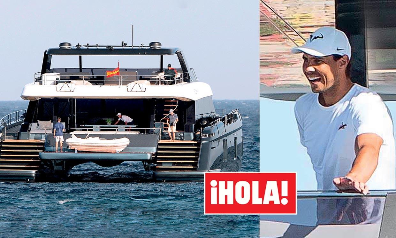 Rafa Nadal En Hola Estrena Junto A Mery Su Fabuloso Catamaran