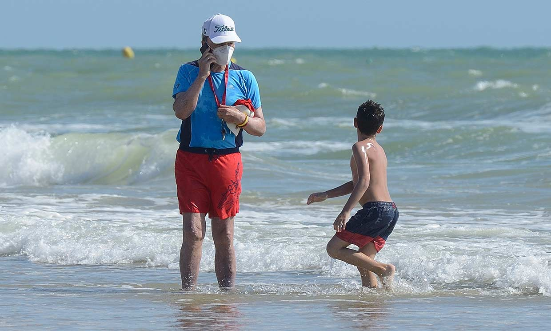 El divertido día de playa de Ortega Cano y su hijo antes de la vuelta a casa de Ana María Aldón