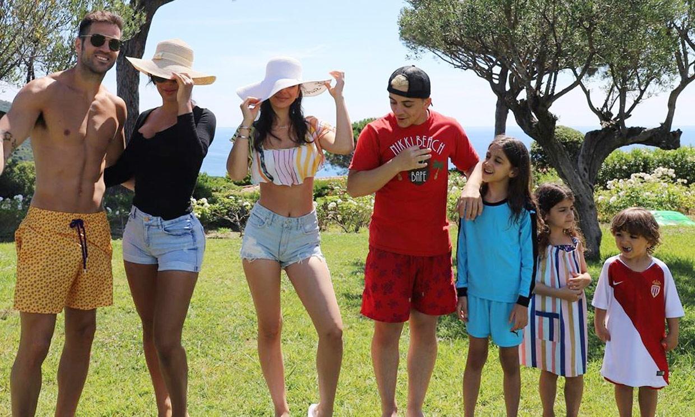 Playa, helados y mucho amor: las vacaciones de Cesc Fábregas y toda su tropa 