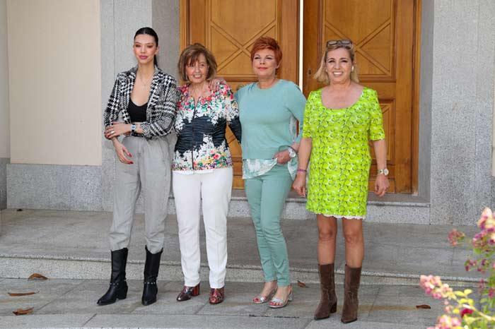 María Teresa Campos con sus hijas y su nieta Alejandra