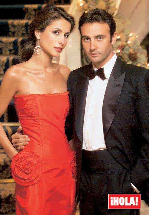 Enrique Ponce y Paloma Cuevas posando juntos