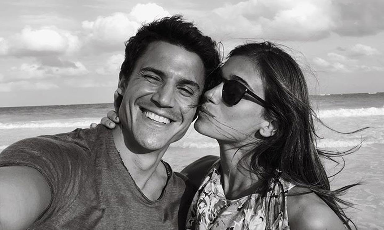 Álex González ejerce de fotógrafo de su novia Blanca Rodríguez en su escapada gallega