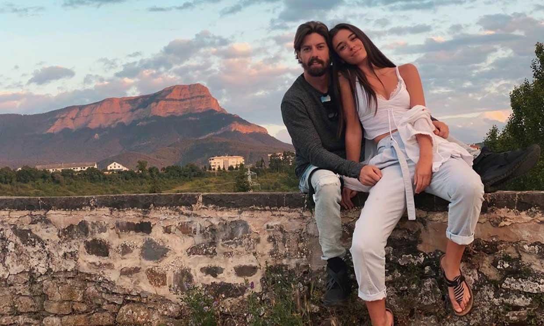 Adrián Lastra se deshace en halagos a su novia, Clara Chaín, en su 23 cumpleaños