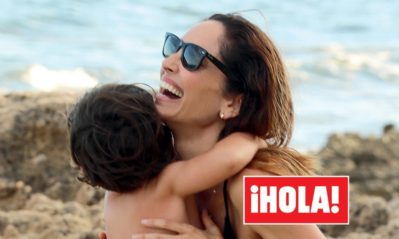 En ¡HOLA!: Eugenia Silva, las vacaciones más familiares de una 'top' en Formentera