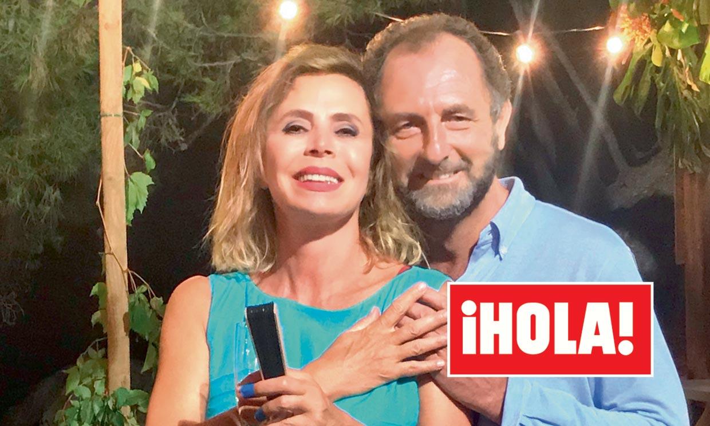 En ¡HOLA!, Ágatha Ruiz de la Prada posa junto a Luis Gasset por primera vez