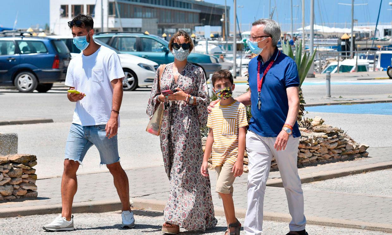 Gloria Camila visita, junto a su novio, su padre y su hermano pequeño, una exclusiva embarcación