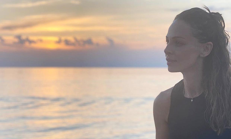 Eva González sí que sabe relajarse en verano... ¡atención a su último posado en bikini!