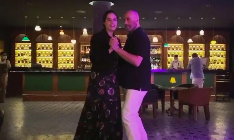 El emotivo baile con el que John Travolta y su hija han rendido homenaje a Kelly Preston