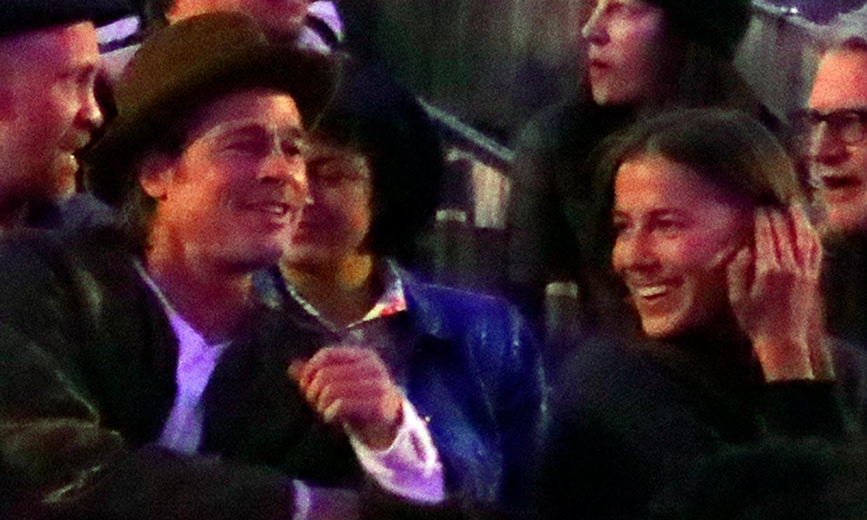 Brad Pitt y Nicole Poturalski, las imágenes de uno de sus primeros encuentros