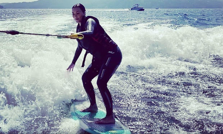 La habilidad de Kim Kardashian y su hija North haciendo 'wakeboard'