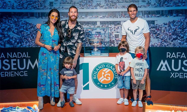 ¿Futbolista o tenista? Los hijos de Pilar Rubio y Sergio Ramos se divierten en la academia de Rafa Nadal