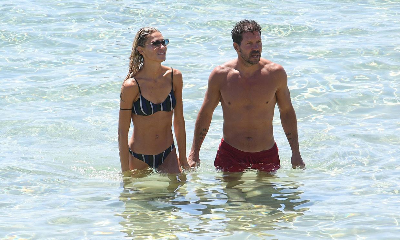 Simeone y Carla Pereyra, idílicas vacaciones en las playas de Formentera