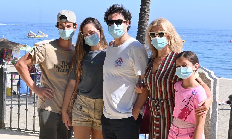 Pepe Rodríguez presume de familia durante sus vacaciones en Marbella