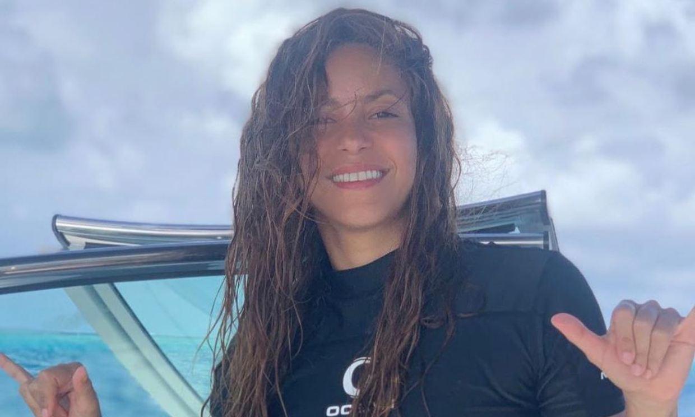 De diva del pop a reina del surf: No te pierdas las piruetas de Shakira sobre una ola artificial