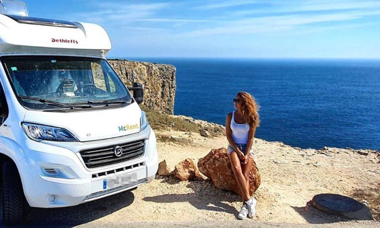 Autocaravana y mochila al hombro: las vacaciones soñadas de Lara Álvarez en Portugal