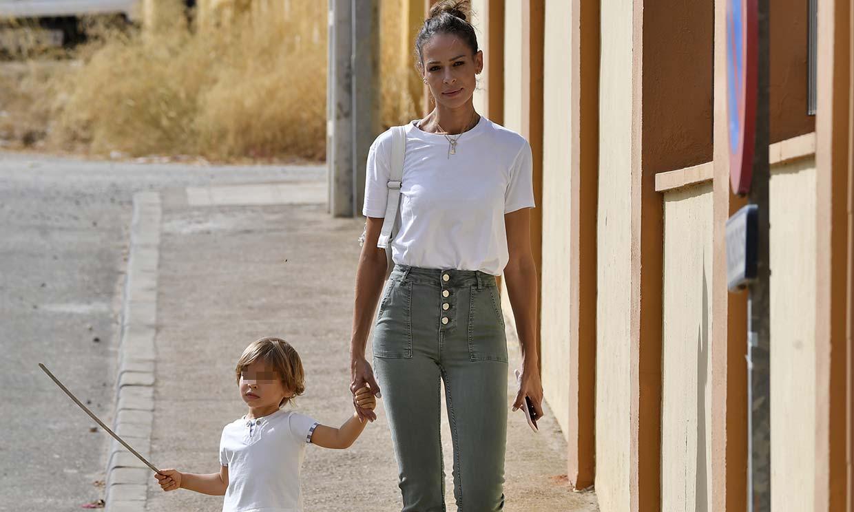 Eva González se relaja con su hijo Cayetano después de retomar el trabajo