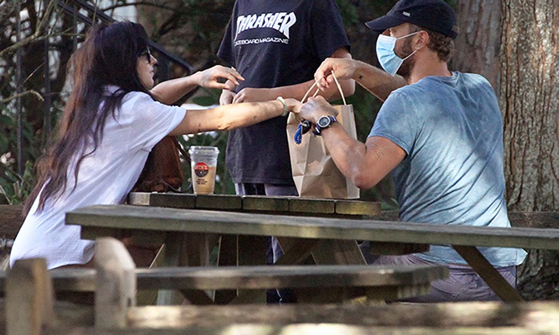 Dakota Johnson y Chris Martin, así son cuando nadie les ve