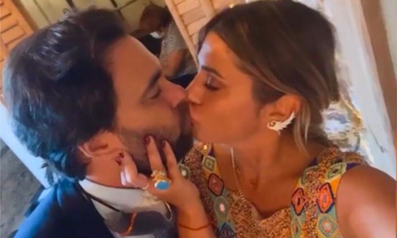 Elena Tablada y su marido viven su momento más romántico ¡comiéndose a besos!