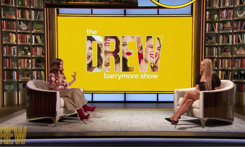 Drew Barrymore le confiesa a Paris Hilton que también fue aislada en un centro para menores