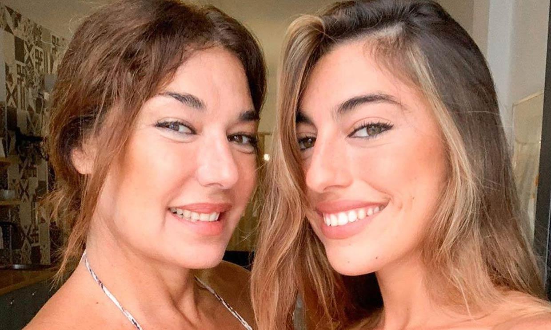 Con su hija Claudia en urgencias, así fue el inesperado fin de fiesta de Raquel Revuelta tras ser premiada