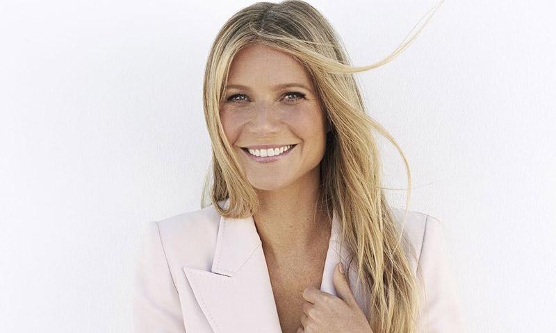 Gwyneth Paltrow revoluciona a sus fans (y a su hija) con un posado 'como vino al mundo'