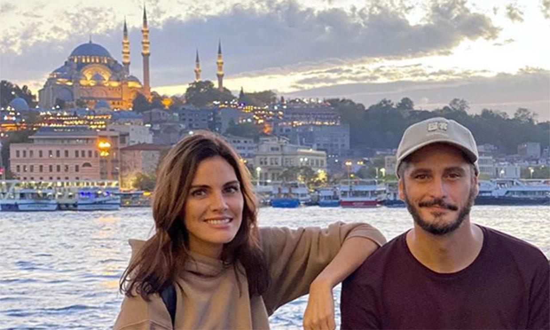 Amaia Salamanca presume de nuevo look y de compañeros de rodaje en Estambul